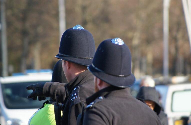 Policía alerta sobre riesgo de hablar español en la calle