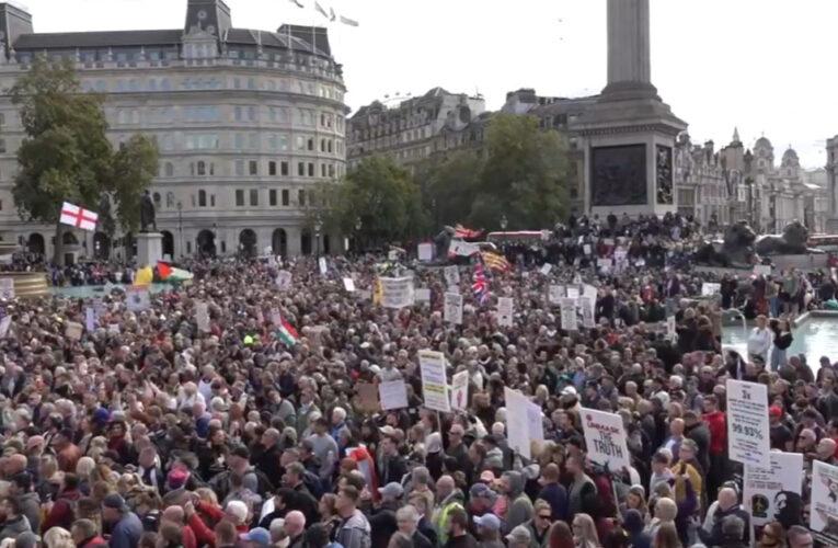 Los negacionistas del coronavirus protestaron en Trafalgar y la manifestación fue suspendida por la policía