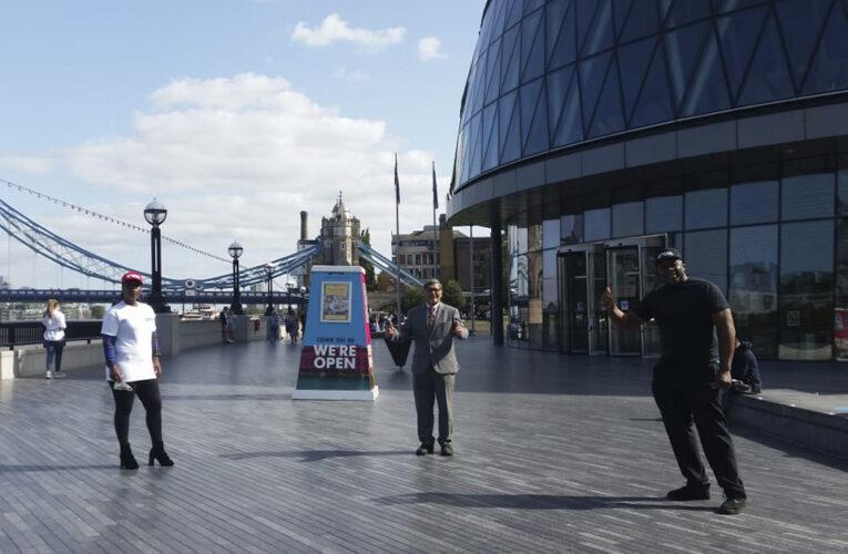 El presidente de la asamblea de Londres Navin Shah, inició el pleno mensual con el alcalde de la capital británica dando un saludo a las comunidades de habla hispana y portuguesa