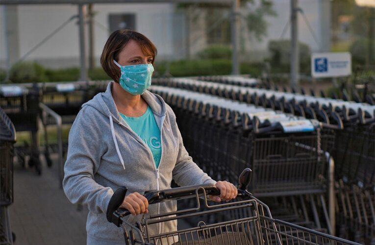 Varios supermercados cierran áreas de productos no esenciales