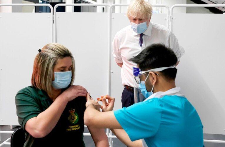 Más de 2,2 millones de personas en Reino Unido reciben la primera dosis de la vacuna COVID-19
