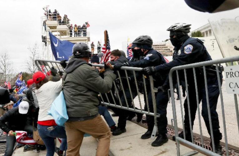 Partidarios de Trump se toman violentamente el Capitolio, donde Biden se estaba ratificando como presidente