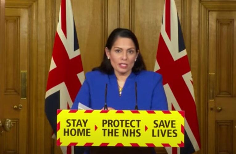 Priti Patel advirtió que si no se siguen las reglas del coronavirus del gobierno, existirá una vigilancia más dura