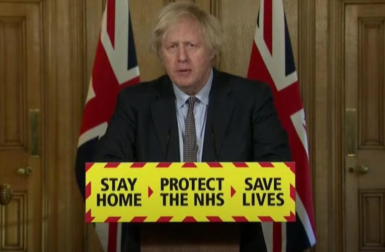 """Boris Johnson promete que Gran Bretaña """"se unirá"""" para honrar las vidas perdidas por Covid e insiste en que el Reino Unido finalmente está en camino hacia la libertad"""
