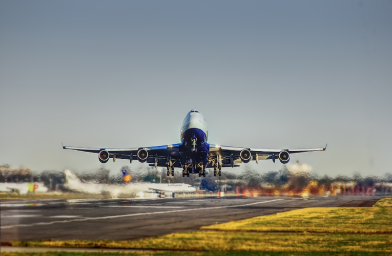 Largas filas de espera en migración colapsan el aeropuerto de Heathrow