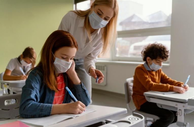 Escuelas y universidades son ahora fuentes de contagio de la variante Delta