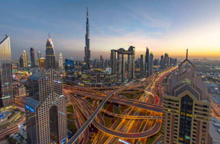 Ofrecen 'visa de trabajo remoto' en los Emiratos Árabes