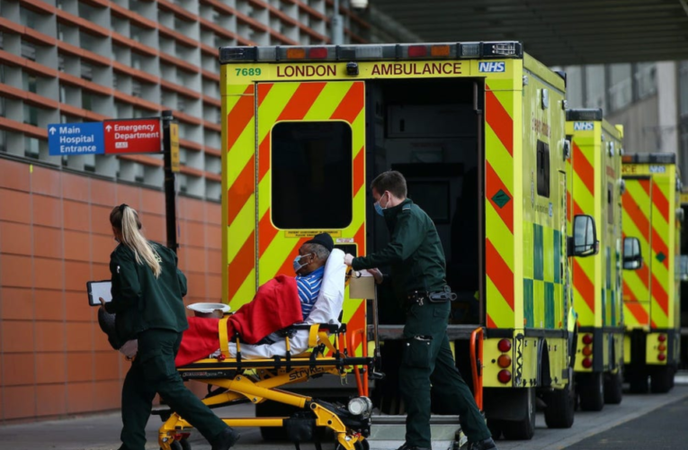 NHS cerca de una crisis por el agotamiento del personal médico y enfermeras.