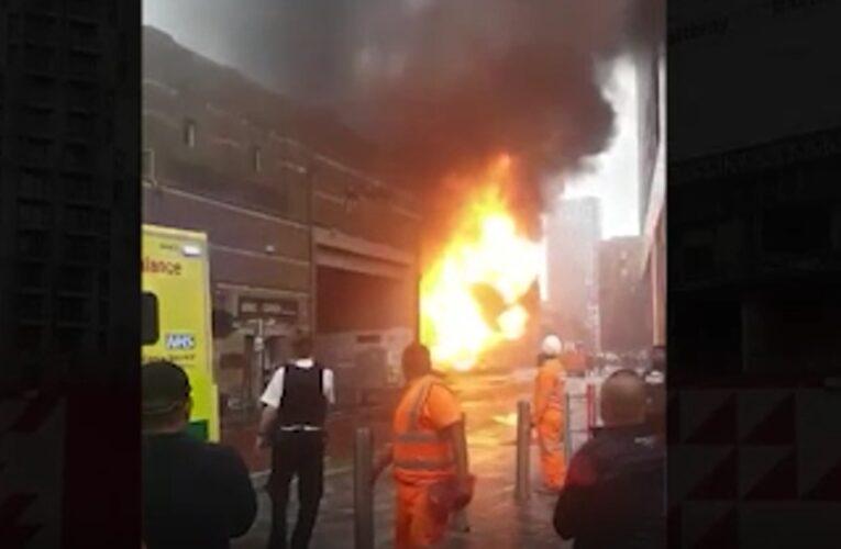 Incendio y fuertes explosiones en Elephant and Castle