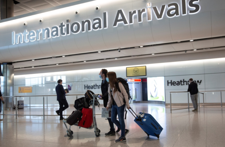 Británicos están dispuestos a pagar costos de cuarentena y pruebas de PCR para ir de vacaciones.