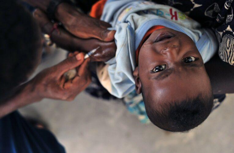 Los expertos desaconsejan que se apliquen las vacunas a niños hasta que se garantice su seguridad