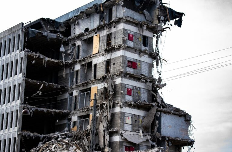 Disminuyen las posibilidades de encontrar sobrevivientes de edificio en Miami