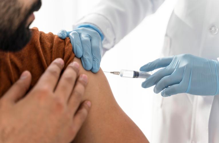A partir de hoy las personas de 25 años podrán vacunarse contra Covid.