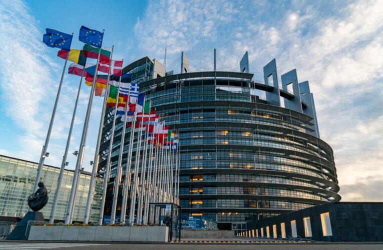 Parlamento Europeo aprobó certificado para viajar por Europa