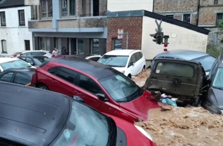 Inundaciones en Bélgica arrastran carros, el viernes se emitió alerta naranja
