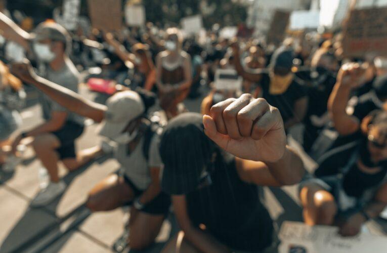 """INGLATERRA es """"sistemáticamente racista"""", según un informe presentado a la ONU"""